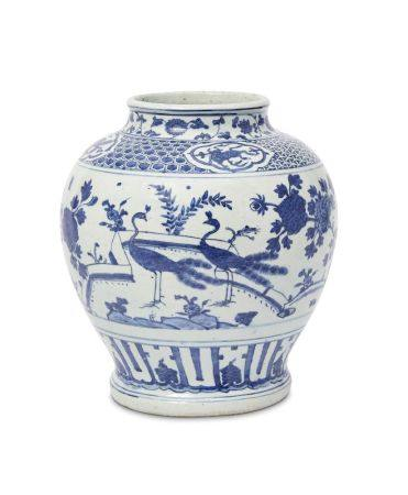 A large Chinese porcelain jar, guan, Ming dynasty, Jiajing period, painted in underglaze blue with