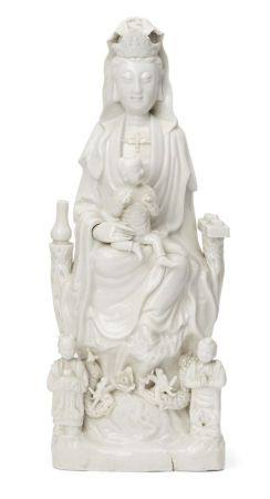 A large Chinese Dehua porcelain figure of Guanyin, 17th/18th century, Guanyin modelled seated on a
