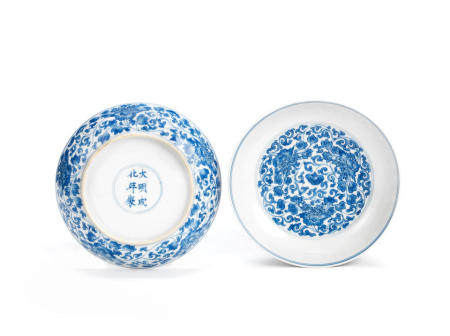 A pair of blue and white 'lotus' dishes  Chenghua six-character marks, Kangxi (2)