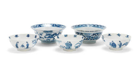 A group of five blue and white bowls Kangxi (5)