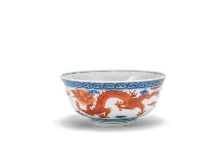 A blue and white, iron red and green enamelled 'dragon' bowl, Cai hua tang zhi iron red mark, 19th century