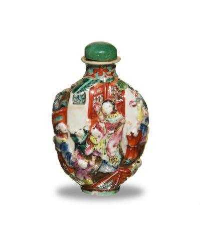 CHINESE HIGH RELIEF PORCELAIN SNUFF BOTTLE, 19TH CENTURY