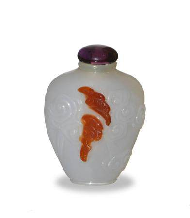 CHINESE CARVED AGATE SNUFF BOTTLE, 18TH CENTURY