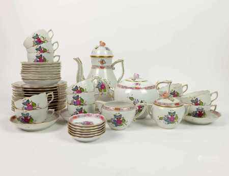 KAFFEE-/ TEESERVICE, Porzellanmanuf Herend, Dekor Apponyi Fleur, bestehend aus: 2 Kannen,
