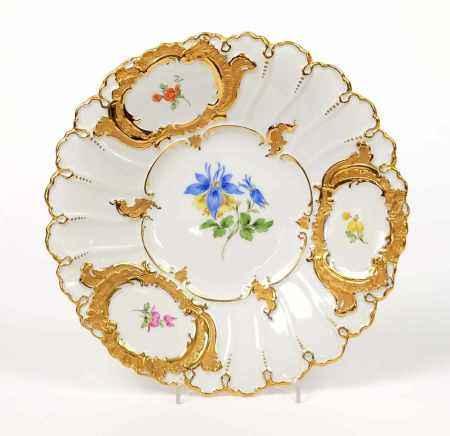 PRUNKTELLER, Staatl. Porzellanmanuf Meissen, Dekor Deutsche Blume, teilvergoldet bzw -silhouettiert,