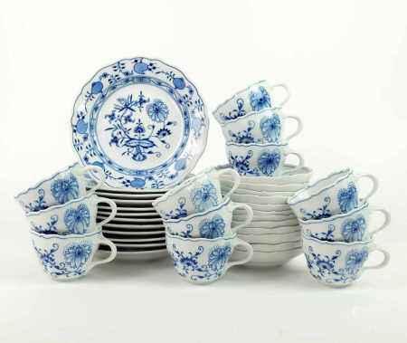 KAFFEEGEDECKE, 3tlg, Satz von 12, Staatl. Porzellanmanuf Meissen, Dekor Zwiebelmuster Blau, blaue
