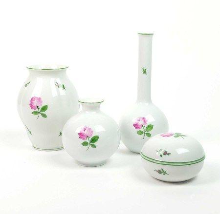 PORZELLANKONVOLUT, Manuf. Augarten/ Wien, Dekor Wiener Rose, bestehend aus: 3 Vasen, variierende