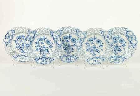 TELLER, Satz von 5, Königl. Porzellanmanuf Meissen, bis 1924, Dekor Zwiebelmuster Blau, durchbrochen