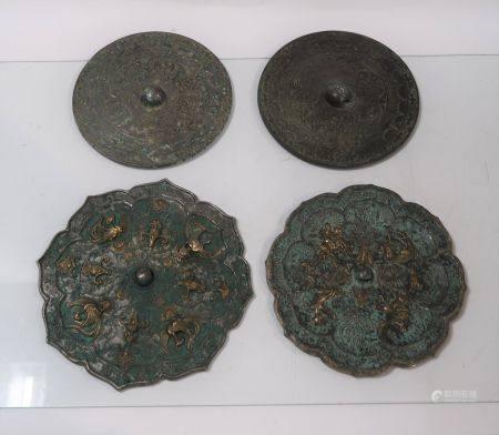 Lot de quatre miroirs chinois, époque Tang. Diamètres 18,5cm