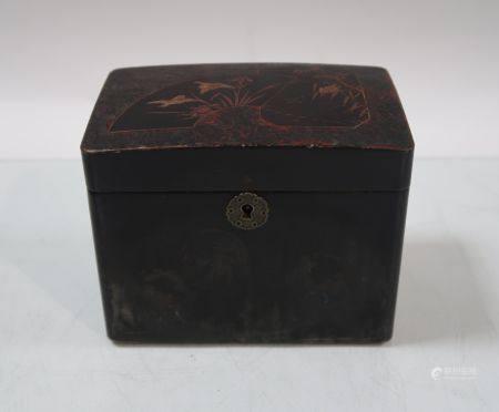 Boite à thé en bois laque à décor d'oiseaux. 12x15x10cm