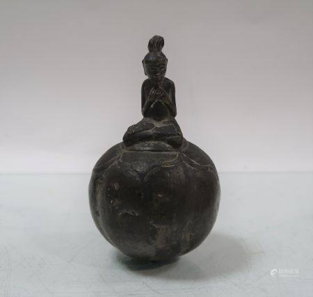 Grelot en bronze. Birmanie. Hauteur 13cm