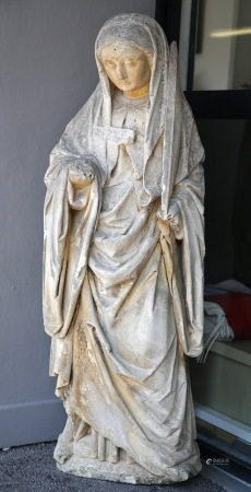 Sainte Femme en PIERRE CALCAIRE SCULPTEE. Debout, la tête inclinée, elle tient la [...]