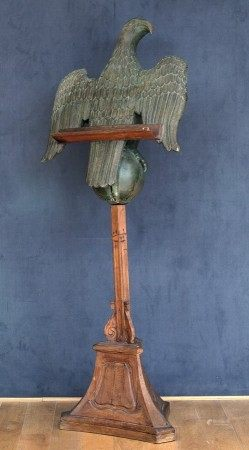 LUTRIN DIT DE SAINT JEAN en forme d'aigle En partie du XVIIème Siècle Bois relaqué [...]
