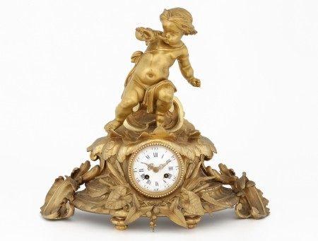 PENDULE A L'AMOUR MUSICIEN Epoque Napoléon III Bronze doré Décor Rocaille d'amour [...]