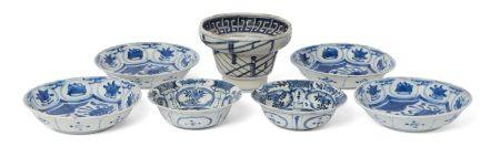 Three pairs of Japanese Arita porcelain bowls, 17th century, each painted in underglaze blue with