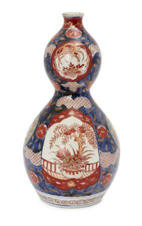 A Japanese Imari porcelain double gourd vase, late 19th century, decorated with panels of flowers