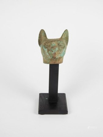 Tête de chat.Bronze .Style saïte.H :10cm.  Prov :ancienne collection de M .C.vers [...]