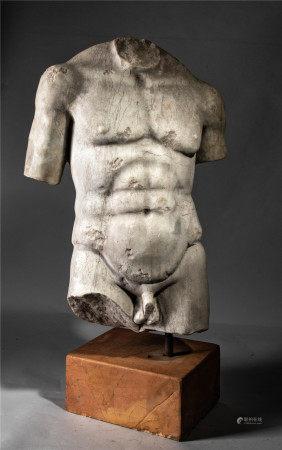 Torse d'homme nu à la musculature athlétique la sculpture se finissant à la [...]