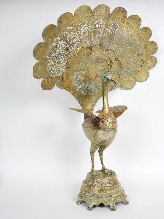 Paon en bronze ajouré Yeux ornés de turquoise En l'état Manques Perses ou [...]