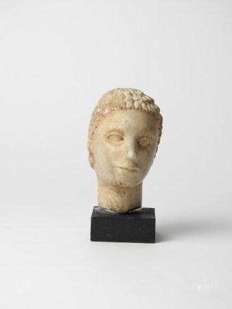 Tête féminine en pierre. Probablement de la reine Cléopâtre VII amante de Jules [...]