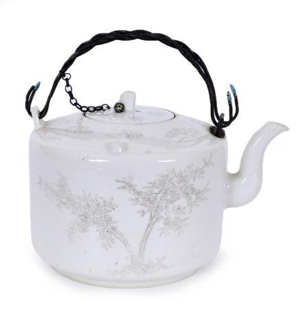 清 白釉刻瓷壺