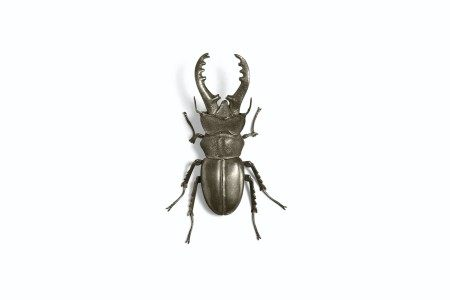 A SMALL SILVER ARTICULATED SCULPTURE OF A STAG BEETLE MEIJI-TAISHO PERIOD (EARLY 20TH CENTURY), SIGNED MUNEYOSHI (TANAKA TADAYOSHI; ?-1958)