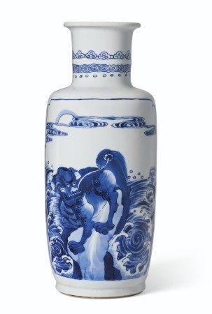 清康熙 青花博古瑞兽图棒槌瓶 KANGXI PERIOD (1662-1722)