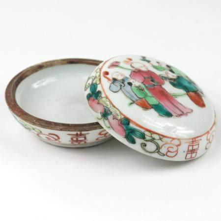 CHINESE PAINTED PORCELAIN COVERED BOX