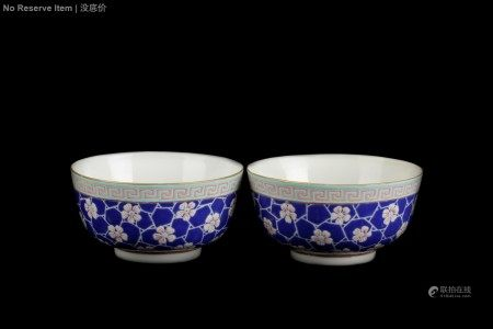 A PAIR OF BLUE GROUND 'FLOWERS' BOWL