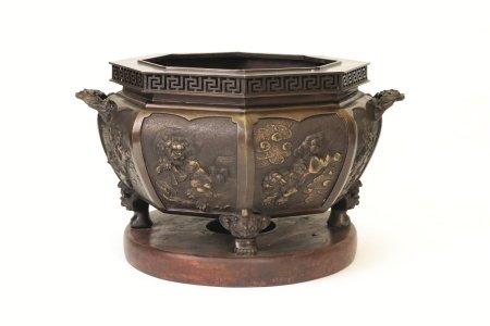 在銘 獅子文浮彫大火鉢