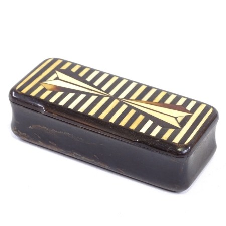 A 19th century horn snuff box with inlaid lid, length 9cm