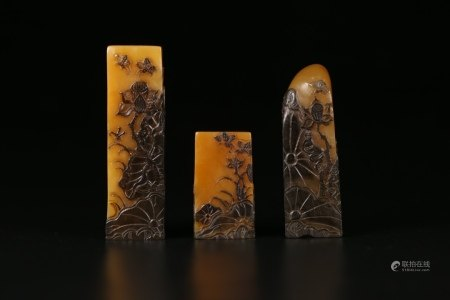 THREE CHINESE SOAPSTONE TIANHUANG SCHOLAR SEALS