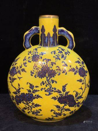 CHINESE PORCELAIN YELLOW GROUND BLUE FLOWER MOONFLASK