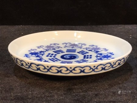 CHINESE PORCELAIN BLUE AND WHITE FLOWER DISH