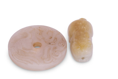 Chinese jade model of a cat, the white jade with russet occlusions, together with a circular disc