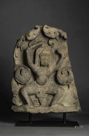 Haut relief de sanctuaire illustrant un gandharva …