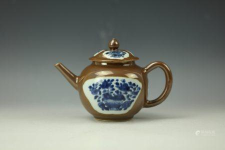 A Blue and White on Brown Glaze Porcelain Teapot,17th Century
