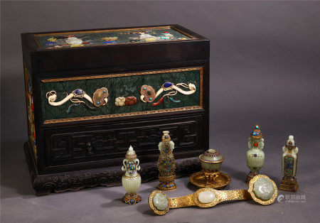 A SET OF CHINESE GILT BRONZE INLAID JADE CARVED RUYI AND VASE
