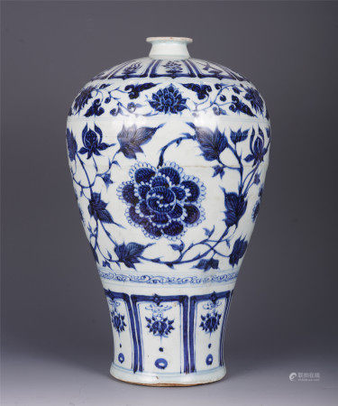 A CHINESE BULE AND WHITE PORCELAIN ENTWINE BRANCHES LOTUS PATTERN MEIPING VASE