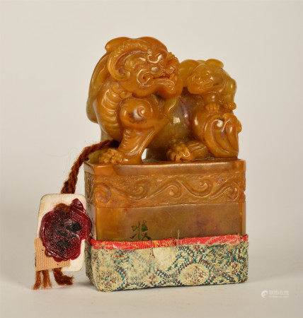 CHINESE HUANG SHILING CARVED BEAST HANDLE SEAL