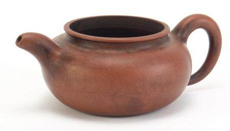 Chinese yixing terracotta teapot, impressed character marks to the base, 21cm in length : For
