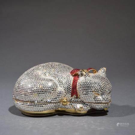 JUDITH LIEBERMinaudière en métal doré entièrement pavée de strass blancs et rouges, figurant un