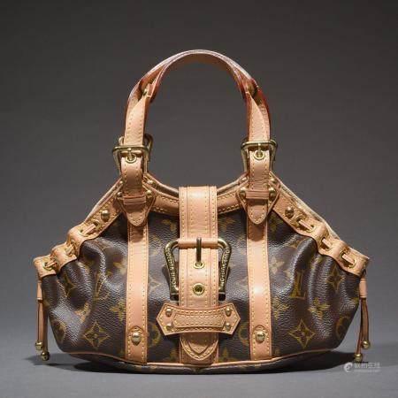"LOUIS VUITTONMini sac ""Theda"" 22 cm en toile Monogram, cuir naturel, garniture en métal doré, f"