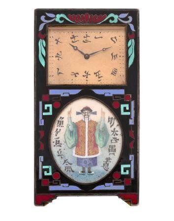 ANONYME VERS 1930N° 3672Pendulette en métal doré, boîtier émaillé noir à décor géométrique et d