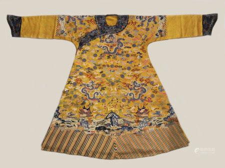 清  刺绣十二章龙袍
