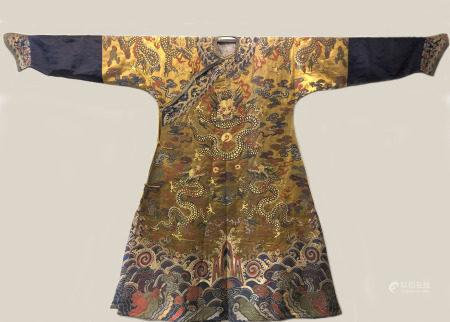 清  织锦金线龙袍