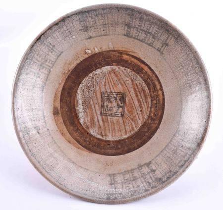Schale China Ming Periodeglasiert, krakeliert, mit blau-weiß Malerei, altersbedingter guter Zustand,