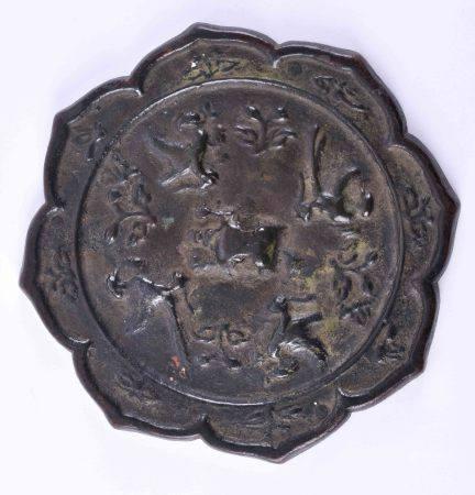 Spiegel, China wohl Song-Dynastie (960 - 1279)Bronzespiegel, achtpassig, im Zentrum Vögel,