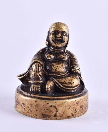 Siegel China 18. / 19. Jhd.Bronze in Form eines Buddha, 4,5 cm x Ø 3,5 cm, unterm Stand Siegel,