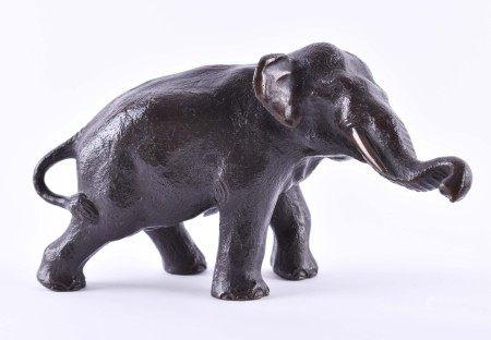 """Elefant Bronze""""Elefant""""Skulptur-Bronze, 11 cm x 20 cm,naturalistische Plastik eines Elefanten,"""